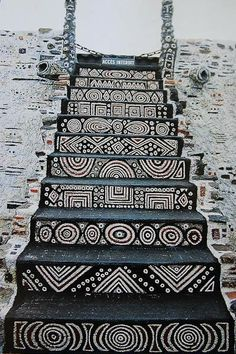 Staircase in the Robert Tatin Museum in Cossé-le-Vivien, France. Robert Tatin was a French artist and outsider-architect Arte Tribal, Tribal Art, Tribal Style, Afrique Art, Stairway To Heaven, African Design, Stairways, Interior And Exterior, Interior Garden