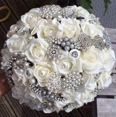 Ivory and silver brooch bouquet. Simple but very effective! One of my personal favourites. Can be made in any colour scheme :)