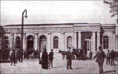 La primera Estación de Ferrocarril que tuvo la ciudad de Valencia fue construida en el año 1851 por los ingenieros James Beatty (inglés) y Domingo Cardenal