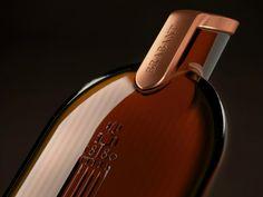 Alça para Embalagem de Tortas MOMO on Packaging of the World - Creative Package Design Gallery Packaging Design Inspiration, Glass Bottles, Whisky, Creative Package, Package Design, Label, Gallery, Roof Rack, Packaging Design