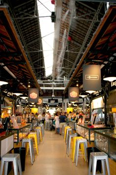 This market in the center of Campo de Ourique suffered a major remodeling in 2013, starting a modernization which resulted in an offer of new services, shops and restaurants not only to the market and but also for the entire neighborhood. Today it functions both as the new center of activity in the neighborhood and as a popular tourist destination, either for resting or for a meal. The secret of being so popular among locals and tourists is the human scale and a good mix between traditional…