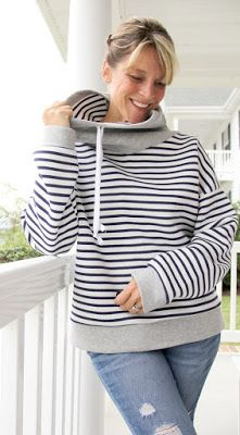 Patron gratuit : un sweat-shirt col boule Diy Clothing, Sewing Clothes, Clothing Patterns, Sewing Patterns, Sweat Shirt, Diy Vetement, Make Your Own Clothes, Cooler Look, Couture Sewing
