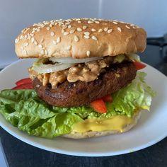 FIT placuszki drobiowe z warzywami i serem - Mocne Kalorie Hamburger, Recipies, Chicken, Cooking, Ethnic Recipes, Food, Recipe, Recipes, Kitchen
