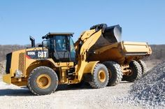 Seldom do we see such fundamental differences in design between a new model and its predecessors as between the new Cat 950K wheel loader and the models it replaces. Read more at http://blog.rockanddirt.com/industry-news/new-linkage-overall-refinement-transform-cat-950k/#