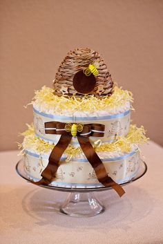Of course, Anne-Marie did two cakes, one bird-themed and the other bee-themed.