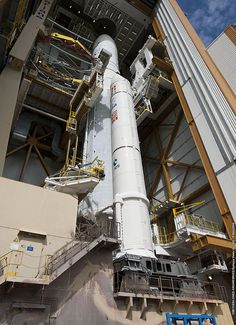 Transfer of Ariane 5 V214 to the launch pad /by ESA #rocket #pad