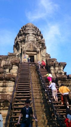 The Angkor Wat in #Cambodia. Beautiful and otherworldy.  #asia #souttheastAsia…