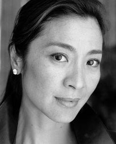 Michelle Yeoh So beautiful. I love her neck. Michelle Yeoh, Ipoh, Beautiful Asian Women, Beautiful People, Beautiful Ladies, Divas, Photo Portrait, Portrait Photography, Models