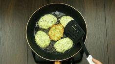 Cuketové placičky - tajná ingredience úplně změní chuť…   Chutný TV Iron Pan, Kitchen, Vegetarian, Aioli, Grated Cheese, Zucchini Cupcakes, Snacks, Pastries, Shredded Zucchini