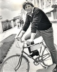 """Christopher Reeve at the Grand Hotel, Mackinac Island, Michigan, on a break between scenes of the filming of""""Somewhere in Time"""" in Christopher Reeve, Christopher Plummer, Bicicletas Raleigh, Somewhere In Time, Bicycle Race, Bike Rider, Bike Style, Cycling Art, Vintage Bicycles"""