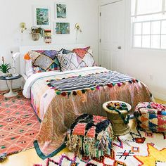 A little Monday morning inspo before I get back into the grind we featured @fleamarketfab 's home on @glitterguide last week & to say I'm #obsessed with it would be an understatement It's one of those home tours that will have you finding something new & cool each time you look at it Make sure to check it out & find more of what I'm pinning at http://ift.tt/2a2u48F by @carlaypage