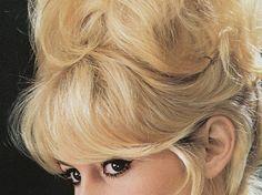 Volumen wie Brigitte Bardot? Funktioniert mit Haarpuder.