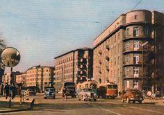 Plac Wolności w 1968 r. Krakow Poland, Ppr, Planet Earth, Old Photos, Planets, City Photo, Multi Story Building, Life, Vintage