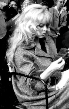 brigitte bardot style love her hair and coat - fashion beauty