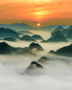 Photography by © (Dung Viet Ly). Early morning with clouds covered all the mo… – Landscape Photography Nature Photography Tips, Sunrise Photography, Mountain Photography, Morning Photography, Travel Photography, Sunrise Mountain, Beautiful Sunrise, Beautiful Morning, Mountain Landscape
