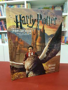 Libro espectacular en pop-up de Harry Potter. Disponible en Librería Papelo. Pop Up, Hogwarts, The Fosters, Harry Potter, Film, Books, Storytelling, Educational Toys, Textbook