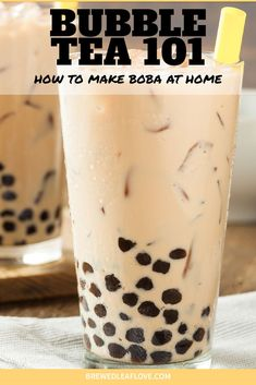 It's easy to make bubble tea just like the tea shops when you know a few easy steps. Here's a great beginner bubble tea recipe to make at home whenever you want boba tea. Milk Tea Recipes, Sweet Tea Recipes, Jasmine Milk Tea Recipe, Iced Tea Recipes, English Tea Recipes, Milk Y Goku, How To Make Boba, Boba Tea Recipe, Starbucks Tea
