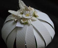 Citrouille faite de bandes de papier gaufré qui peut servir pour emballer un cadeau - (Paquet-cadeau + scrap Halloween)