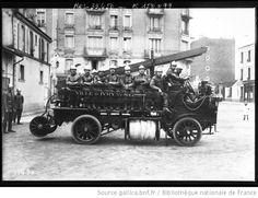 Voiture des pompiers, Brasier [pompiers d'Ivry-sur-Seine] : [photographie de presse] / [Agence Rol] - 1