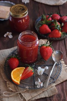 Mermelada de fresa, naranja y agua de azahar