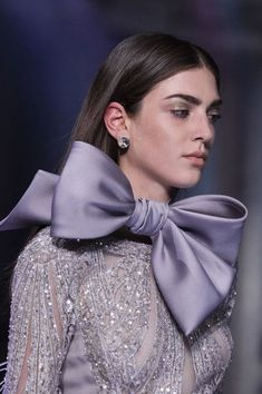 Elie Saab at Couture Spring 2018 - Details Runway Photos Source by fancyscientist fashion 2018 Style Couture, Couture Details, Fashion Details, Couture Fashion, Runway Fashion, Fashion 2018, Fashion Ideas, Womens Fashion, Classy Outfits