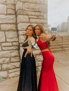 Prom with the bestie prom bff pictures, prom photos, prom pictures. Hoco Dresses, Dance Dresses, Homecoming Dresses, Homecoming Poses, Prom Outfits, Homecoming Pictures, Prom Photos, Prom Pics, Cute Friend Pictures