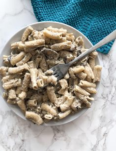 Super thick and creamy mushroom pasta for dinner this week! On brown rice noodle. - My list of the most healthy recipes Healthy Recipes For Weight Loss, Super Healthy Recipes, Delicious Vegan Recipes, Gluten Free Recipes, Healthy Dinner Recipes, Drink Recipes, Creamy Mushrooms, Stuffed Mushrooms, Vegan Mushroom Pasta