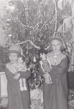 Vintage Christmas with two of my sisters!  I love these pictures!