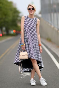Street Style - New York Fashion Week Spring 2015 - gingham trapeze dress with sneakers Girly Outfits, Casual Outfits, Fashion Outfits, Womens Fashion, Fashion Tips, Fashion Design, Fashion Trends, Trendy Fashion, High Fashion