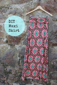 Sewing Skirts DIY - Maxi Skirt tutorial - Make your own maxi skirt with this tutorial! All you need is some stretch jersey fabric and your sewing machine. Diy Maxi Skirt, Maxi Skirt Tutorial, Maxi Skirts, Dress Skirt, Girl Skirts, Sewing Projects For Beginners, Sewing Tutorials, Sewing Crafts, Dress Tutorials