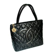 CHANEL, sac de ville en cuir caviar noir