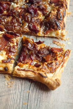 Caramelized Onion, Bacon, and Blue Cheese Puff Pastry Tart Good brunch option Savory Pastry, Savory Tart, Cheese Pastry, Goat Cheese, Cheese Puffs, Tart Recipes, Appetizer Recipes, Cooking Recipes, Puff Pasty Recipes