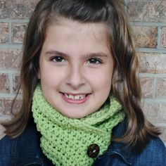 Simple Tutorial for this Crochet Cowl using only Single and Half Double Crochets!!