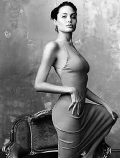 """""""Ni pa' Dios, ni pa' el Diáblo, mi estimada Angelina Jolie"""" y, aun cuando ambas clases de resistencia pueden ocurrir por medio del proceso de compra-venta, la resistencia como fundamento lógico se produce más fácilmente en la fase tercera, pues..."""