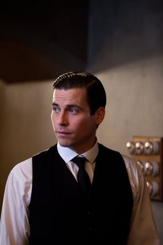 Downton Abbey S3EP6 Downton Abbey Thomas, Rob James Collier, Downton Abbey Fashion, Film Pictures, British Actors, Having A Crush, Female Characters, Pretty People, I Movie