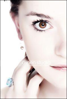 #aspenstudio #creativeseniorpics #closeup #brown #eyes #heart #ring #blue