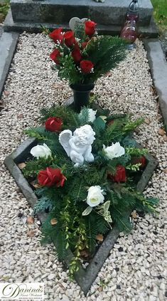 Good Images winter Funeral Flowers Popular Whether or not you're organizing or perhaps attending, funerals are usually a somber and often stress filled o. Funeral Sprays, Cemetery Flowers, Funeral Flowers, Diy And Crafts, Christmas Wreaths, Holiday Decor, Rose, Plants, Image