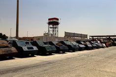 """Bojovníci Islámského státu přestavěli nákladní vozy na """"sebevražedná auta"""". S nimi pak lépe překonávali nepřátelskou palbu."""
