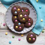 Čokoládové+sušenky+s+lentilkami