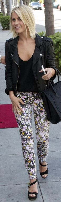 Who made  Julianne Houghs black tote handbag, black leather jacket, floral skinny jeans, and black wedge sandals in Los Angeles?