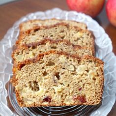 Apples, spice and everything nice in this delicious apple cranberry loaf!