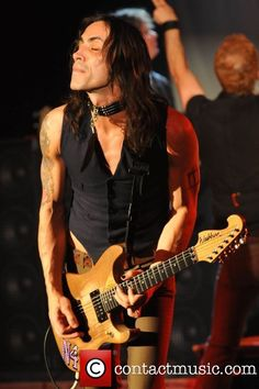 Guitarist Nuno Bettencourt of Extreme performs at Revolution Live - Saturday August 2008 at Evolution Festival Fort Lauderdale, Florida Nuno Bettencourt, Soundtrack To My Life, Classic Rock, Hard Rock, Heavy Metal, Revolution, Long Hair Styles, Live, Celebrities