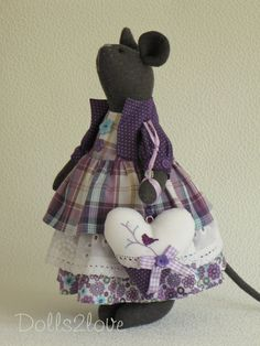 Tilda style mouse Ellie made by dolls2love on Etsy, €60.00. (sold)