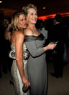 Jen showed off her best duck face while posing with Meryl Streep at the Vanity Fair Oscars party in February 2009.