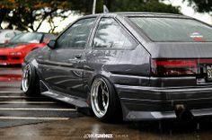 wet ae86 Corolla Wagon, Corolla Ae86, Toyota Corolla, Toyota Celica, Tuner Cars, Jdm Cars, Slammed Cars, Mercedes W124, Toyota 86