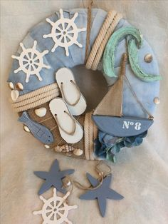 Outside door wreath with wicker heart Sea Crafts, Sea Glass Crafts, Seashell Crafts, Diy And Crafts, Beach Wall Decor, Beach House Decor, Couronne Diy, Painted Candlesticks, Nautical Wreath