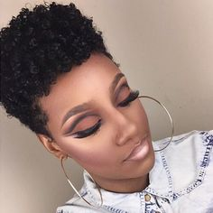 Transition From Relaxed to Natural Hair Without The Big Chop With A Cute Curly Fro Natural Hair Journey, Natural Hair Care, Natural Hair Styles, Natural Big Chop, Natural Curls, Curly Fro, Curly Pixie, How To Apply Eyeliner, Tips Belleza