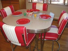 Retro Style Formica & Chrome Dinette Kitchen Table & Chairs Red & White for sale Retro Kitchen Tables, Diner Table, 50s Kitchen, Kitchen Table Chairs, Kitchen Tops, Vintage Kitchen, Kitchen Decor, Retro Table, Kitchen Stuff