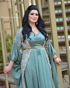 Pinterest // fluffpuff12as Beautiful Muslim Women, Beautiful Girl Indian, Beautiful Indian Actress, Abaya Fashion, Muslim Fashion, Fashion Dresses, Arab Girls Hijab, Girl Hijab, Muslim Beauty