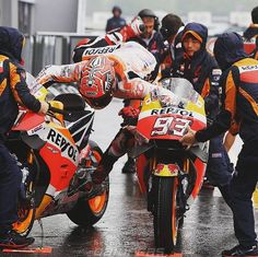 The BEST Rider if the alls times Marc Marquez, Gp Moto, Epic Fail Pictures, Sportbikes, Grid Girls, Racing Motorcycles, Valentino Rossi, Street Bikes, Road Racing